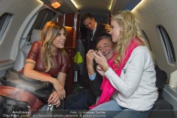 Abholung Elisabetta Canalis mit Privatflugzeug in Mailand
